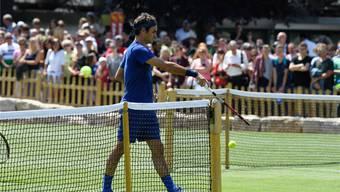Auf zum Training: Roger Federer schlug in Stuttgart zusammen mit dem Deutschen Philipp Kohlschreiber ein paar erste Bälle auf Rasen. MercedesCup/Paul Zimmer