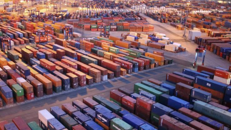Die Wirtschaft in der Eurozone erholt sich nach Ansicht der Weltbank schneller als erwartet - Containerterminal am Hamburger Hafen (Symbolbild)