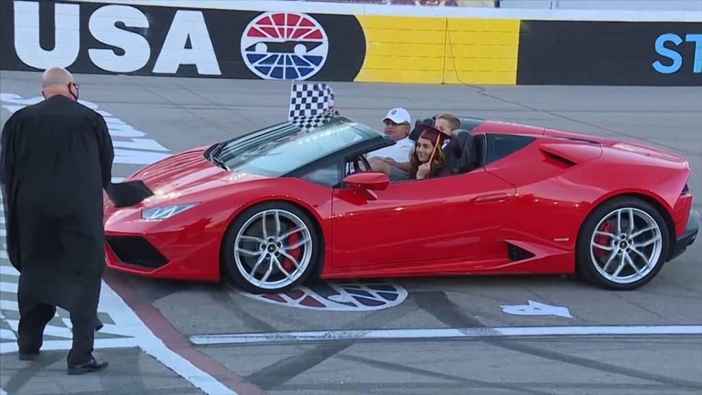 Das Diplom im Lamborghini abholen
