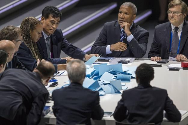 Die Stimmzettel sind ausgezählt: Blatter holt nur 133 Stimmen – es braucht einen zweiten Wahlgang.