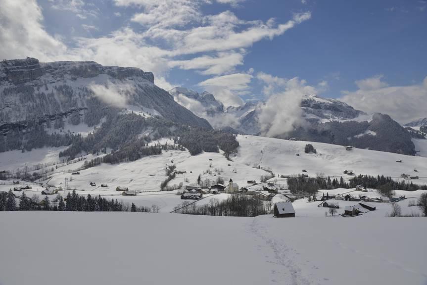 Bei Brülisau wird man mit einer herrlichen Aussicht auf den Alpstein belohnt. (Bild: Heinz Staffelbach/NZZ) Bellevue
