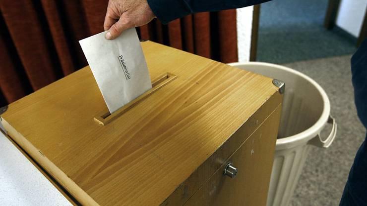 Anderthalb Jahre vor den nächsten Nationalratswahlen zeigt die Formkurve für die FDP, die SP und die Grünen nach oben. (Symbolbild)