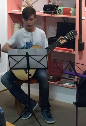 Andrej Klimov an der Gitarre