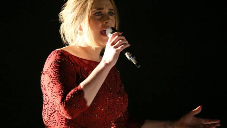 Die Technik liess am Montag bei den Grammys Adele im Stich - zum Trost gab's Fastfood.