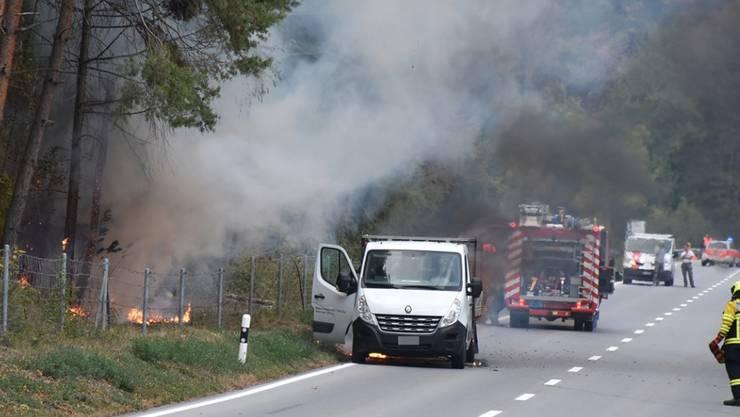 Feuerwehrleute konnten dank des raschen Eintreffens einen Waldbrand bei Rothenbrunnen GR verhindern.