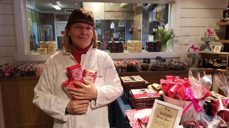 Das ist die Chefin. Sie heisst Eva-Lena Grape. Sie hat die Fabrik vor 28 Jahren gegründet.