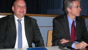 Gemeindeammann Valentin Schmid (links) und Vizeammann Stefan Nipp informieren. Dieter Minder