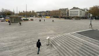 Am 19. November 2013 wurden die letzten Steine auf dem neuen Sechseläutenplatz verlegt. KEY