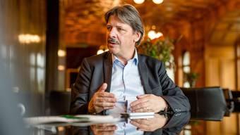 SP-Ständerat Paul Rechsteiner sieht die Schweiz nahezu blind auf eine Katastrophe zusteuern: Die Politik unterschätze die SVP- Kündigungsinitiative.