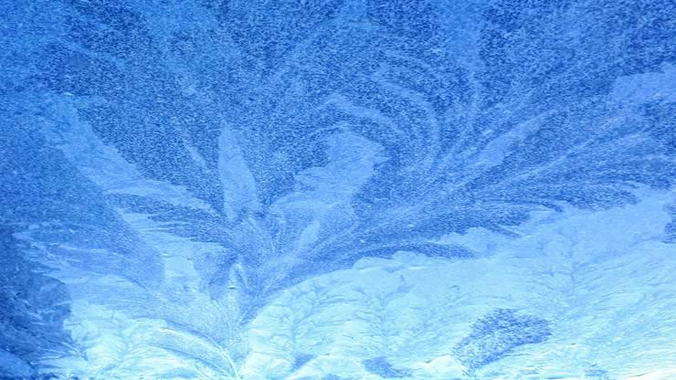 Vom Künstler Frost auf den Gartentisch hingemalt. Die Natur ist der grösste Künstler.