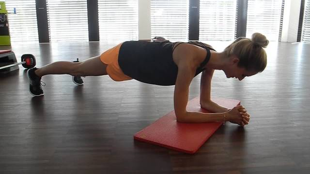 Mit Sina Strähl aus Riedholz im Fitnessstudio