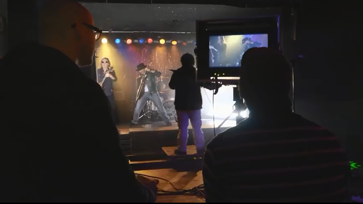 Das Kofmehl wird zum Filmset: Krokus beim Dreh des Musikclips «Dirty Dynamite» in der Raumbar.