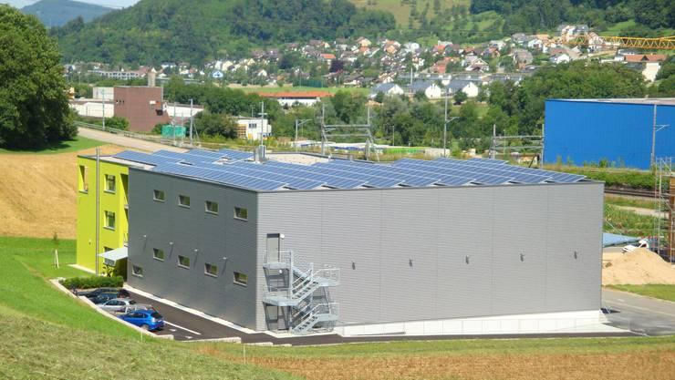 Grün Die Tentan AG produziert den von ihr benötigten Strom gleich selbst – und zwar auf dem Dach ihres neuen Domizils in Itingen.