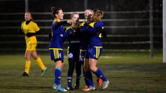 Die Derendingerinnen feiern den ersten Treffer gegen Küssnacht, erzielt durch Esin Bardakci in der 14. Spielminute.