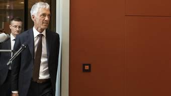 Bundesanwalt Michael Lauber trifft zur Anhörung bei der Gerichtskommission im Bundeshaus ein.