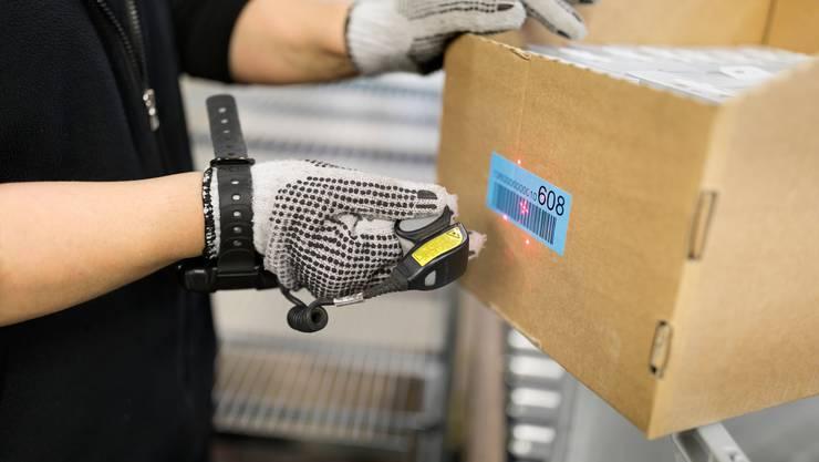 Der Inhalt der Verpackung mag nachhaltig sein, doch wie das Produkt vom Onlineshop zum Kunden gelangt, ist es meistens nicht. (Symbolbild)