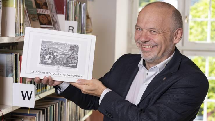 Die lange Zeit vergriffene Weininger Dorfchronik ist wieder erhältlich. Gemeindepräsident Mario Okle liess sie auf eigene Kosten nachdrucken.