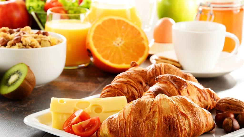 Bei der St.Galler Bäckerei Füger kann man neu das Gipfeli und den Butterzopf sonntags online vorbestellen.