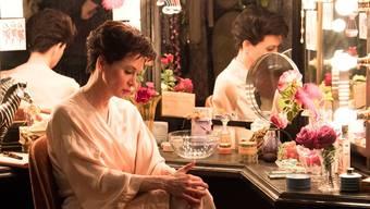 Vor ihrem Auftritt am West-End-Theater «The Talk of the Town» in London ringt Judy Garland (Renée Zellweger) mit Selbstzweifeln.