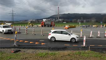 Im Zentrum des provisorischen Kreisverkehrs entsteht in den kommenden Wochen der definitive Kreisel. mf
