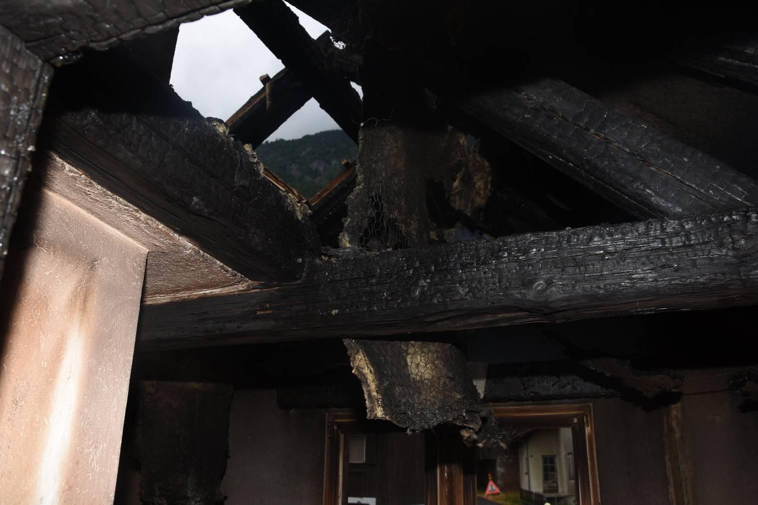 Die genaue Ursache des Brandes im Einfamilienhaus wird nun abgeklärt. (Bild: Kapo SG)