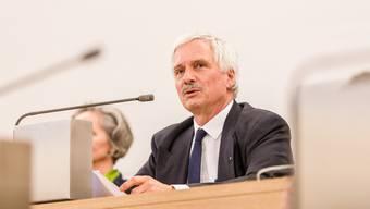 FDP-Grossrat Bernhard Scholl hat Anfang des Jahres vorgeschlagen, dass Beschlüsse des Parlaments grundsätzlich innerhalb eines Jahres umgesetzt werden sollen.