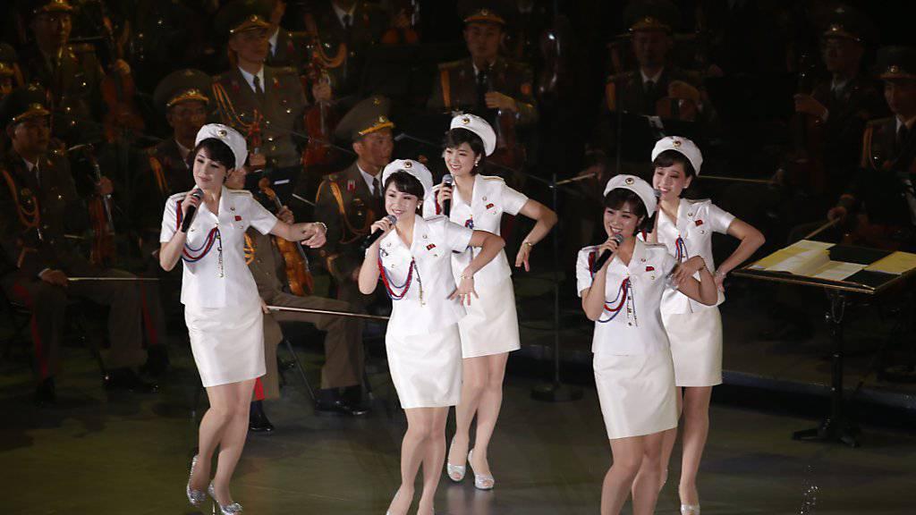 Kein Auftritt in Peking: Die nordkoreanische Frauen-Pop-Band Moranbong verliess die chinesische Hauptstadt noch vor ihrem Auftritt vor geladenen Gästen. Der Grund für die Absage des Auftritts ist nicht bekannt.