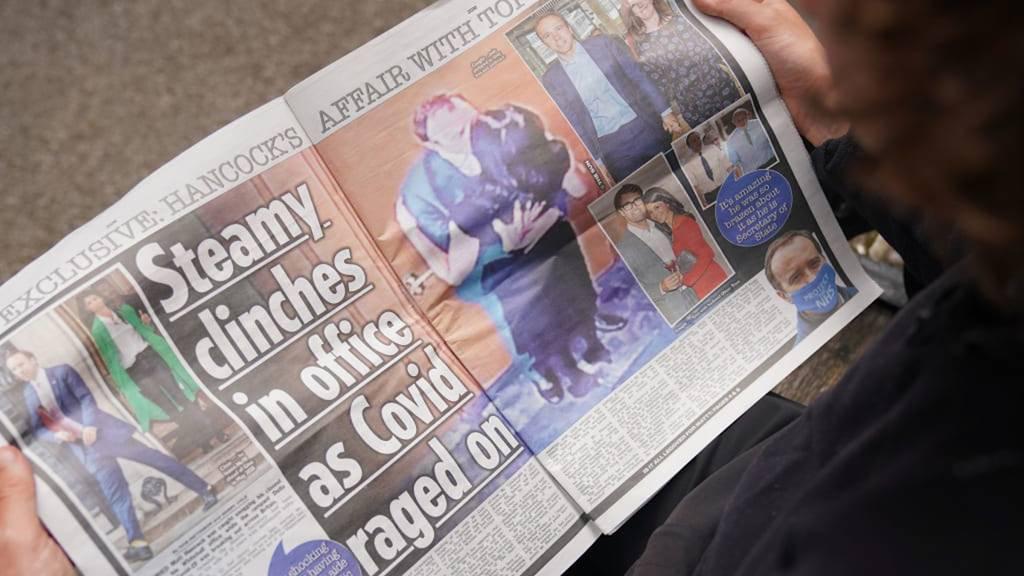 Kuss-Foto entlarvt Corona-Verstoss: Britischer Gesundheitsminister Hancock zurückgetreten