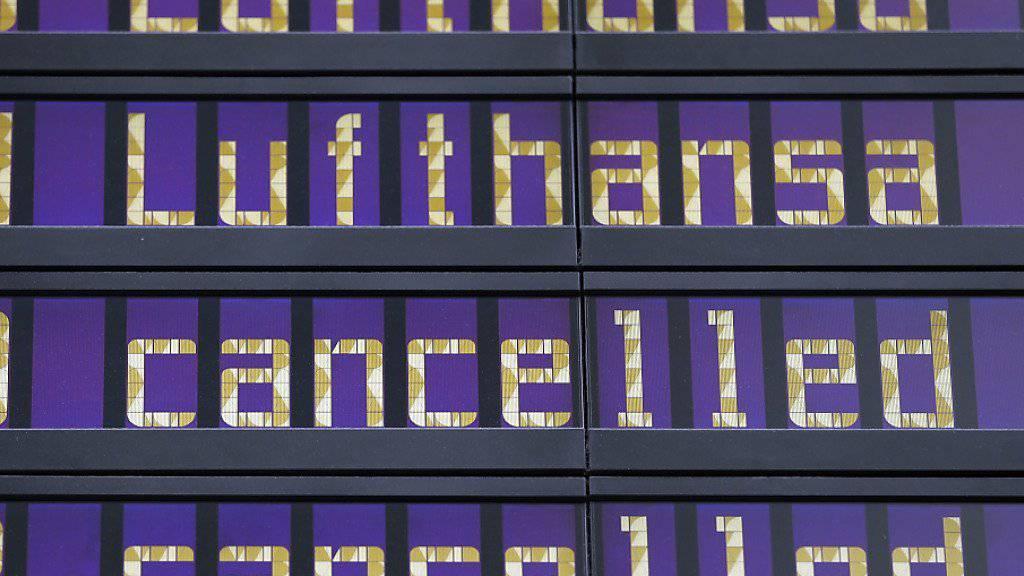 Passagiere von Eurowings müssen sich am Dienstag, Passagiere von Lufthansa am Mittwoch auf Ausfälle gefasst machen. (Archiv)