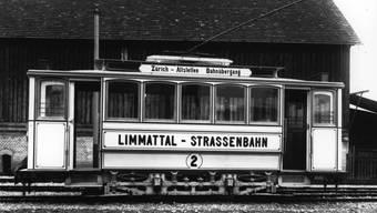 Die Limmattal-Strassenbahn – im Volksmund bekannt unter dem Namen «Lisebethli» – hier auf einem Foto unbekannten Datums.