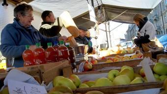 Von frischem Gemüse bis hin zu Antiquitäten: Der Bürklimarkt bietet viel.