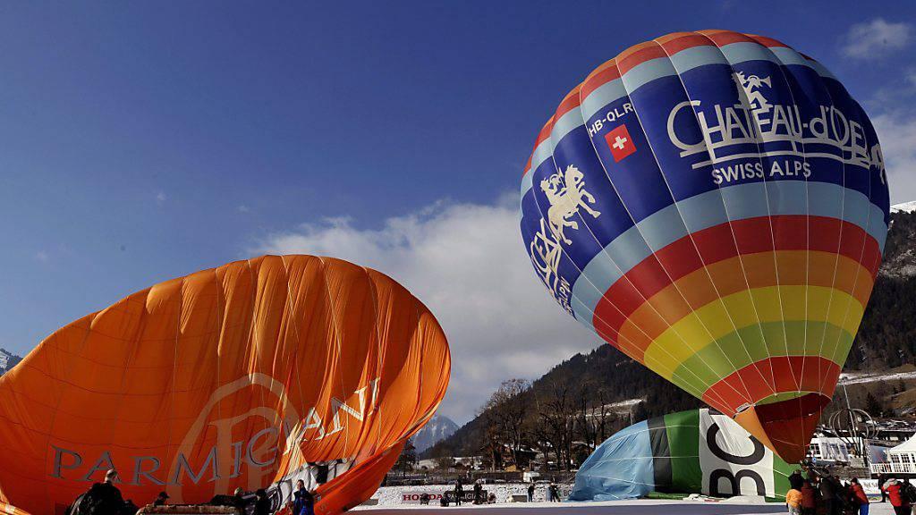 Das nächste Heissluftballonfestival von Châteaux d'Oex in den Waadtländer Alpen soll wegen Corona erst wieder im Januar 2022 stattfinden. (Archivbild)