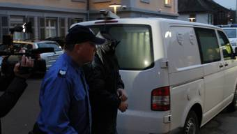 Heinz K. auf dem Weg ins Bezirksgericht.