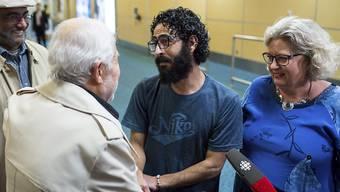 Hassan al-Kontar lebte monatelang im Transitbereich des Flughafens von Kuala Lumpur. Nun wurde er im kanadischen Vancouver von seinen Unterstützern empfangen.