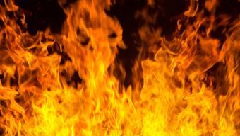 Wer die Container in Brand setzte, ist unklar. (Symbolbild)