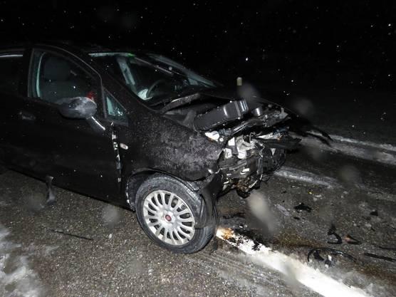 Bei Rottenschwil kollidierte der Fahrer mit einem anderen Auto, fünf Personen wurden leicht verletzt.