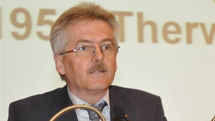 Oskar Kämpfer stellt sich an der SVP GV vor.