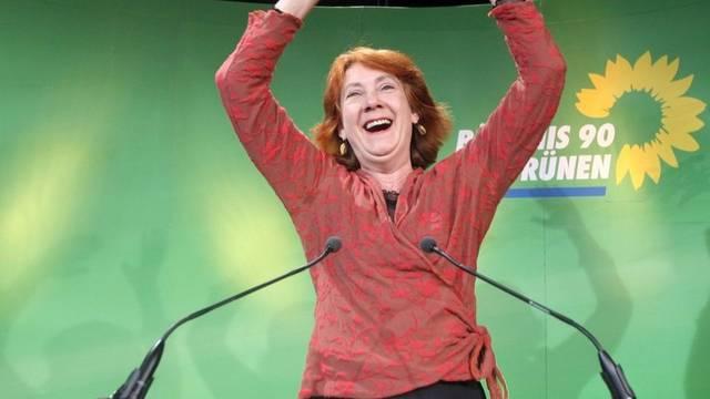 Karoline Linnert, Spitzenkandidatin der Grünen, freut sich über das Wahlresultat