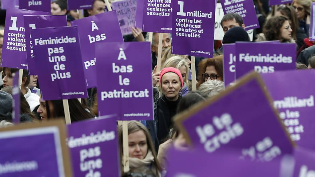 Grossdemonstrationen in Paris und Rom gegen Gewalt an Frauen