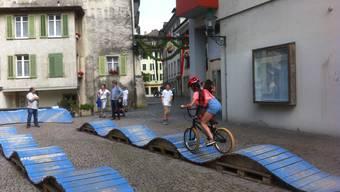 Bisher war der Verein «BikeAttrAktiv» vor allem für seinen mobilen Pumptrack bekannt. Im Brugger Schachen soll nun ein richtiger gebaut werden.