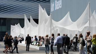 Die Schweizerin Annette Schönholzer und Magnus Renfrew verlassen das Exekutive Comitee der Art Basel. (Archiv)
