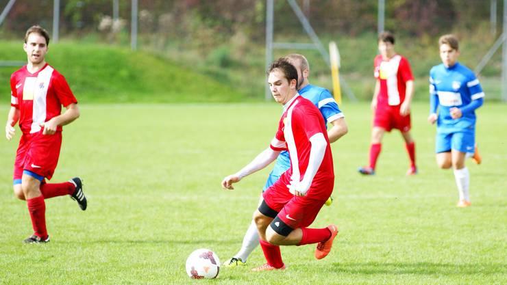 Der FC Engstringen (in rot) hat einen neuen Trainer