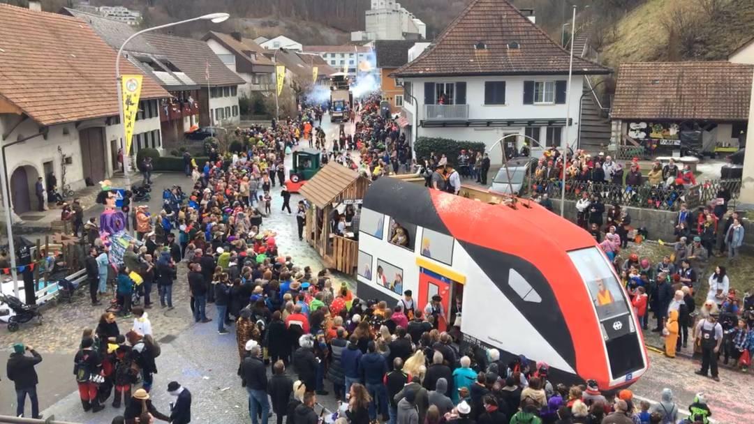 Im Zeitraffer: zwei Stunden Fasnachtsumzug Würenlingen 2020 in zwei Minuten