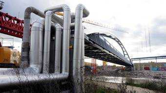 Der neue Steg zur Überbrückung der Emme von Leitungen hat die Finanzen des Wasserverbunds aus dem Lot gebracht.