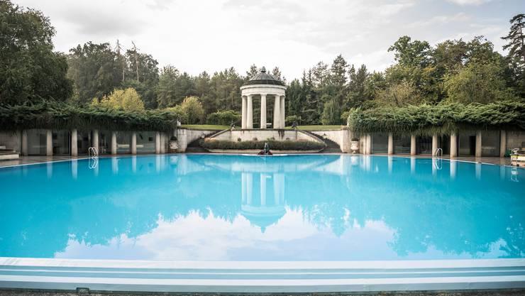 Privater Pool in Schloss Salenstein, das einst der Familie Erb gehörte. Bis zum Zusammenbruch des Firmenimperiums eine der vermögendsten Familien der Schweiz.