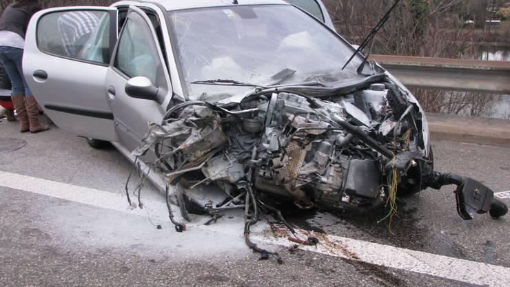 Beim Selbstunfall auf der Autobahn A3 bei Stein verletzten sich zwei Personen.