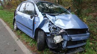 Das beschädigte Auto musste abtransportiert werden.