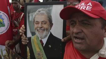 Ex-Präsident Luiz Inacio Lula da Silva hat offiziell seine Kandidatur für die Präsidentschaftswahlen vom Oktober angekündigt. Tausende Anhänger haben am Mittwoch für seine Wahl und seine Freilassung demonstriert. (Archivbild)