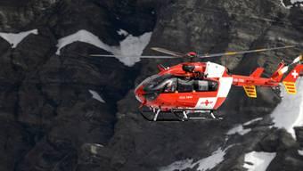 An der Bergung des tödlich verletzten Berggängers war auch die Schweizerische Rettungsflugwacht beteiligt (Archivbild)