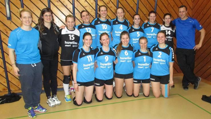 Für den Final qualifiziert: Das Damen-Team TV Lunkhofen 1 mit Trainerin Nicole Roth (links).